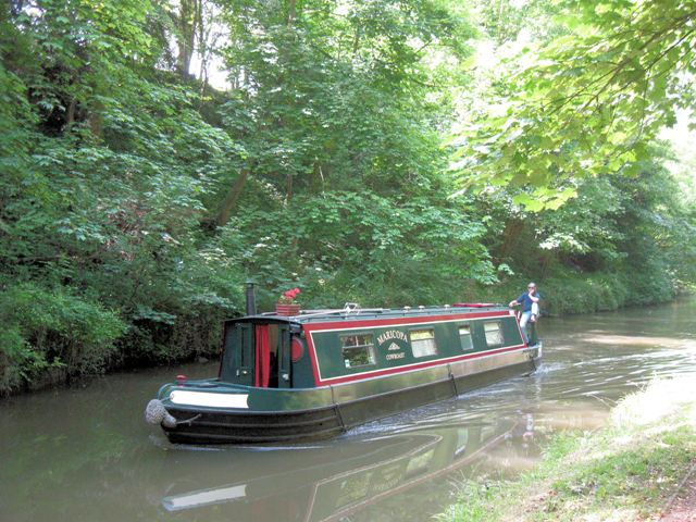 A passing narrowboat is going home on the Grand Union Canal - geograph.org.uk - 1340278