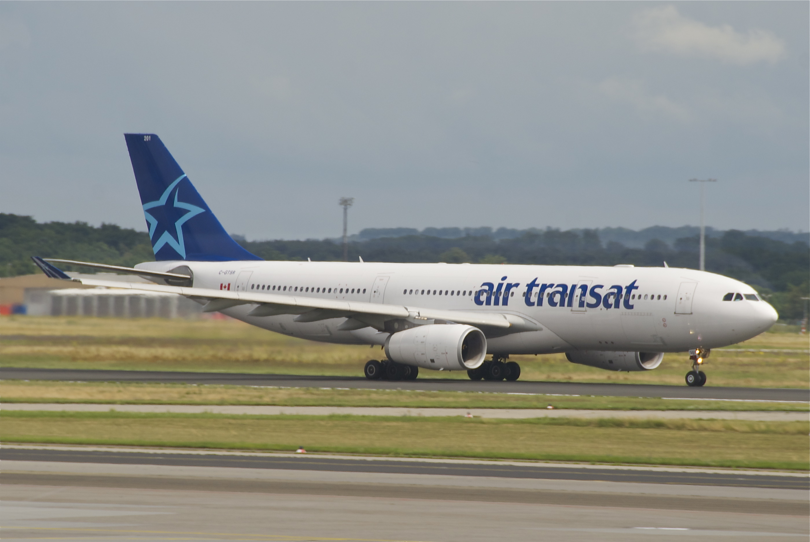 file air transat airbus a330 200 c gtsr fra 01 07 2012 659do 7734123578 jpg wikimedia commons