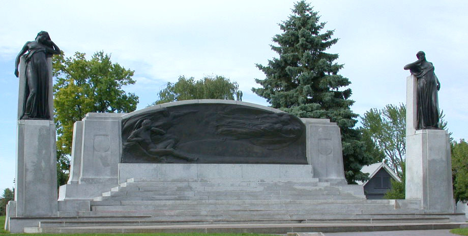 https://upload.wikimedia.org/wikipedia/commons/4/47/Alexander_Graham_Bell_Brantford_Monument_0.98.jpg