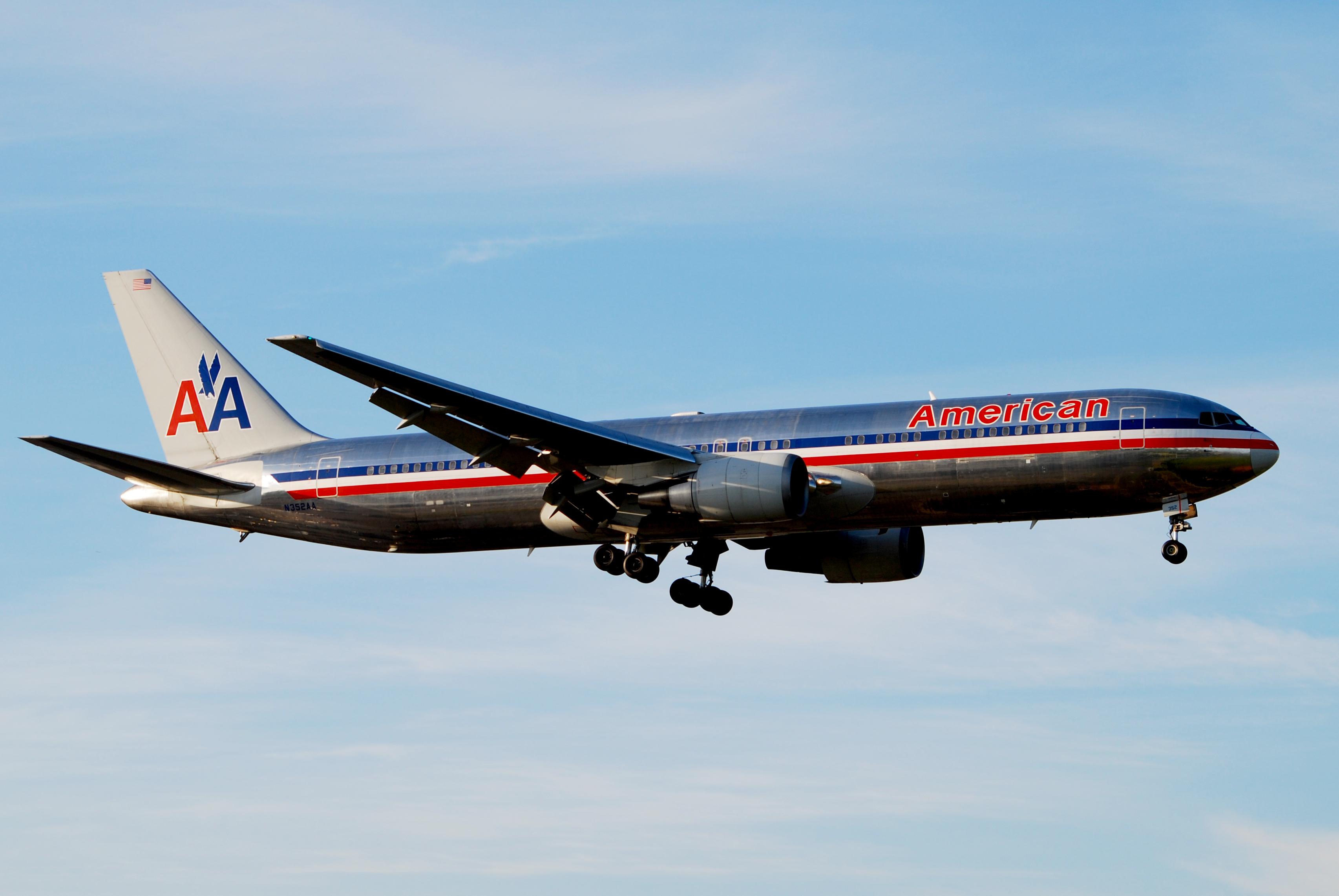 File:American Airlines.Boeing 767-300ER.LHR.2009.jpg ...