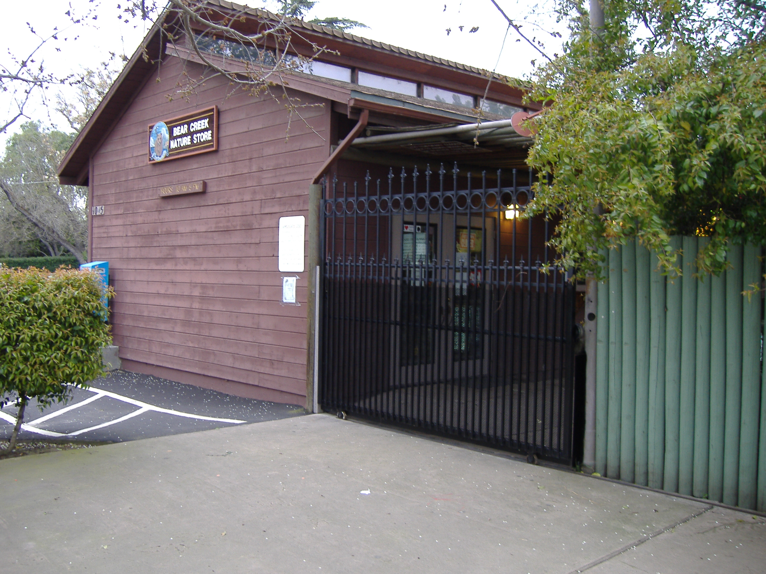 File:Applegate Zoo Entrance 2