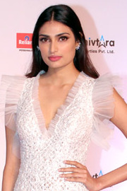 Athiya Shetty attends the 63rd Jio Filmfare Awards 2018 (12) (cropped).jpg