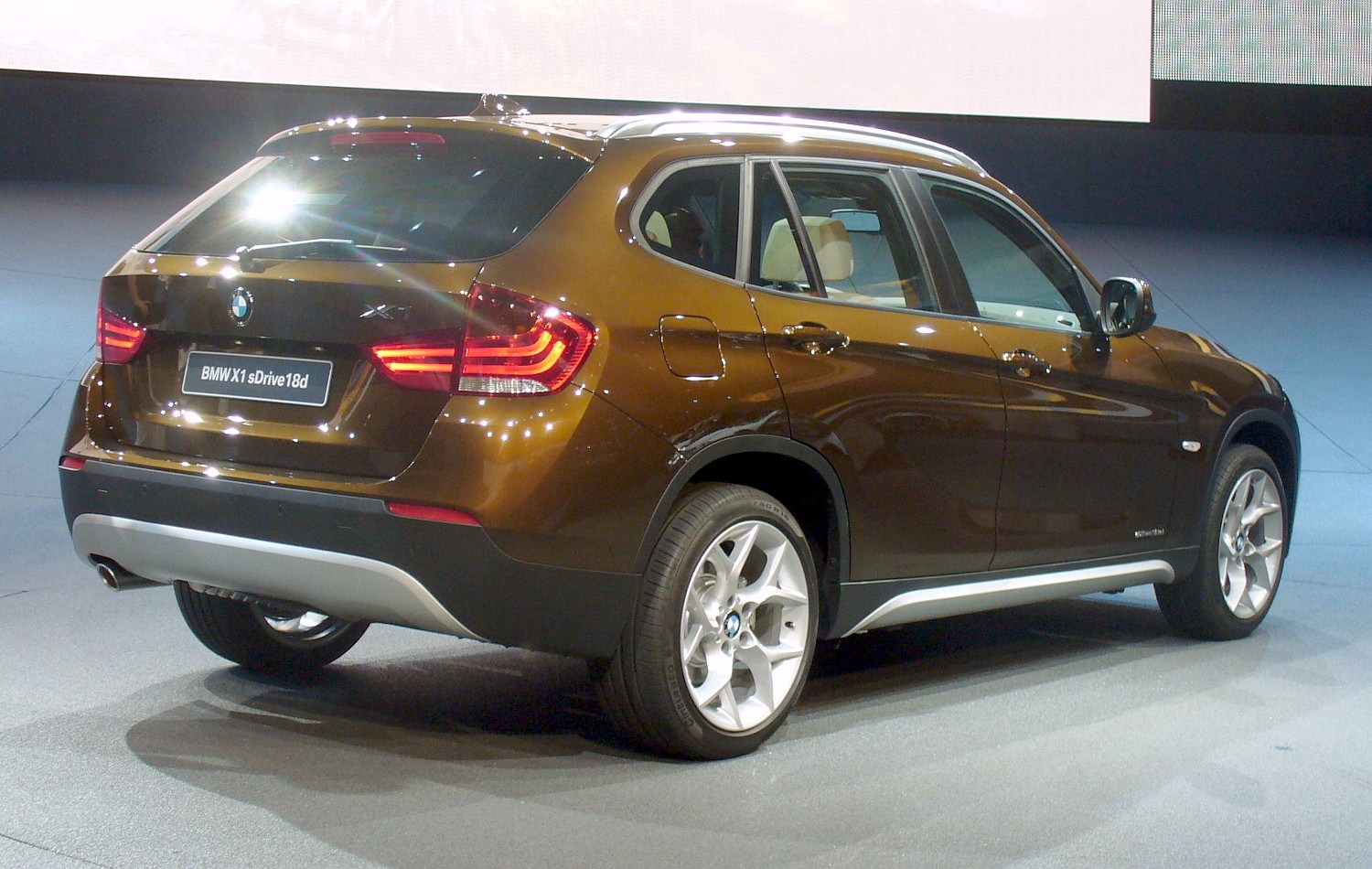 File Bmw X1 Sdrive18d Heck Jpg Wikimedia Commons