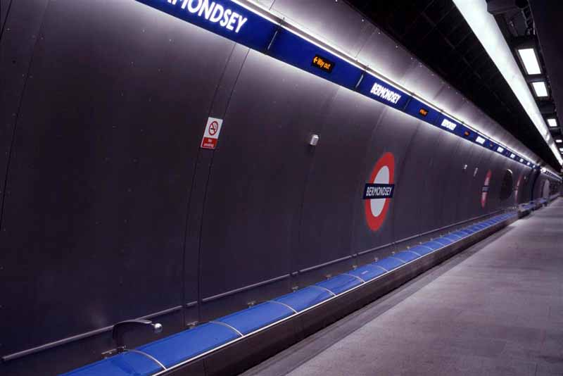 Bermondsey tube station platform in 1999