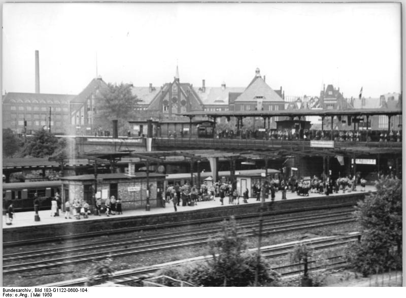 Bundesarchiv Bild 183-G1122-0600-104, Berlin, Bahnhof Ostkreuz.jpg