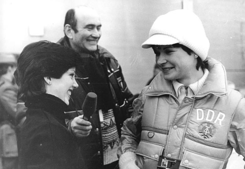 File:Bundesarchiv Bild 183-W0211-0109, Lake Placid, XIII. Winterolympiade, Linda Fratianne, Heinz Florian Oertel, Anett Pötzsch.jpg