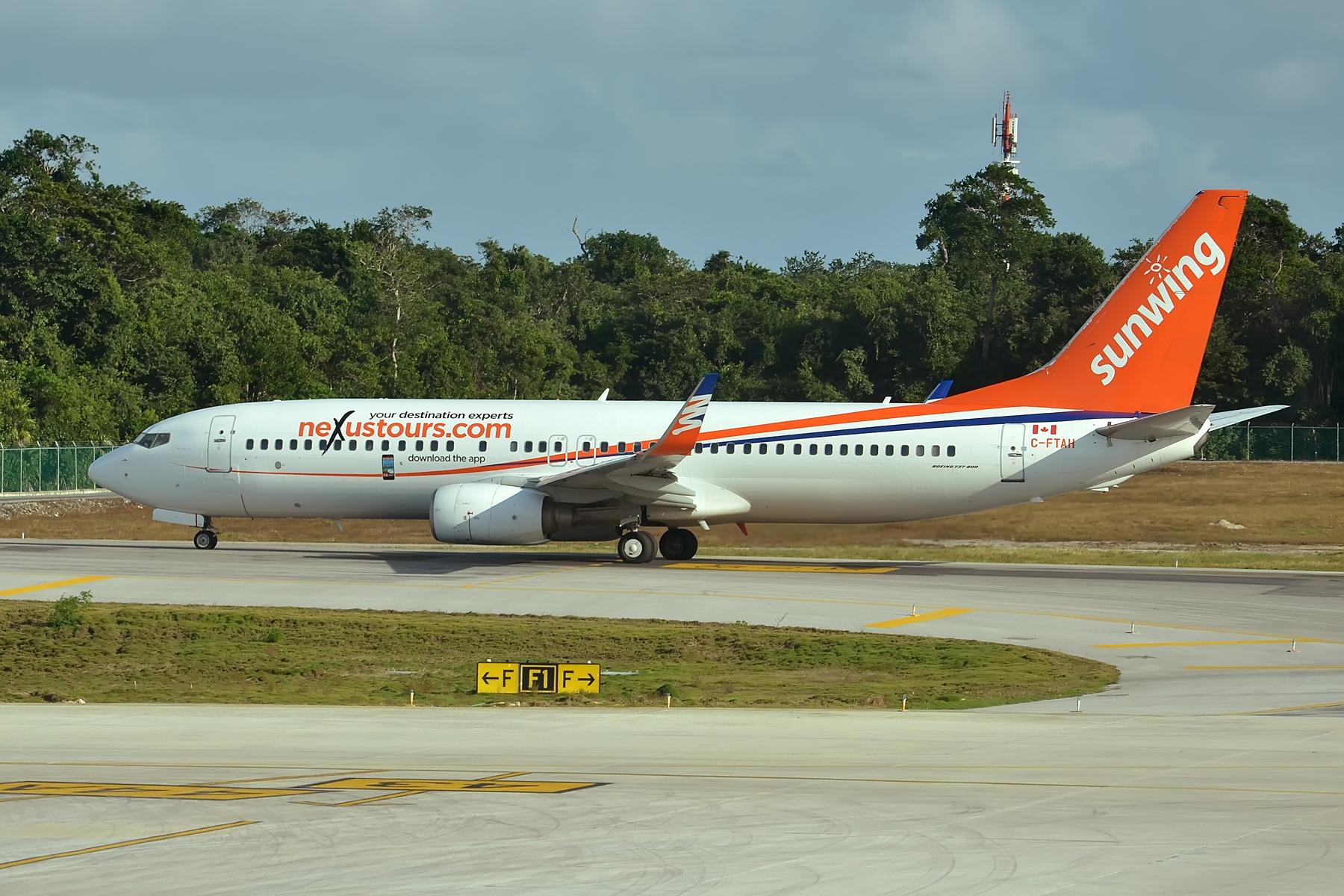 File:C-FTAH Boeing 737-8Q8 Sunwing (23566197123) jpg - Wikimedia Commons