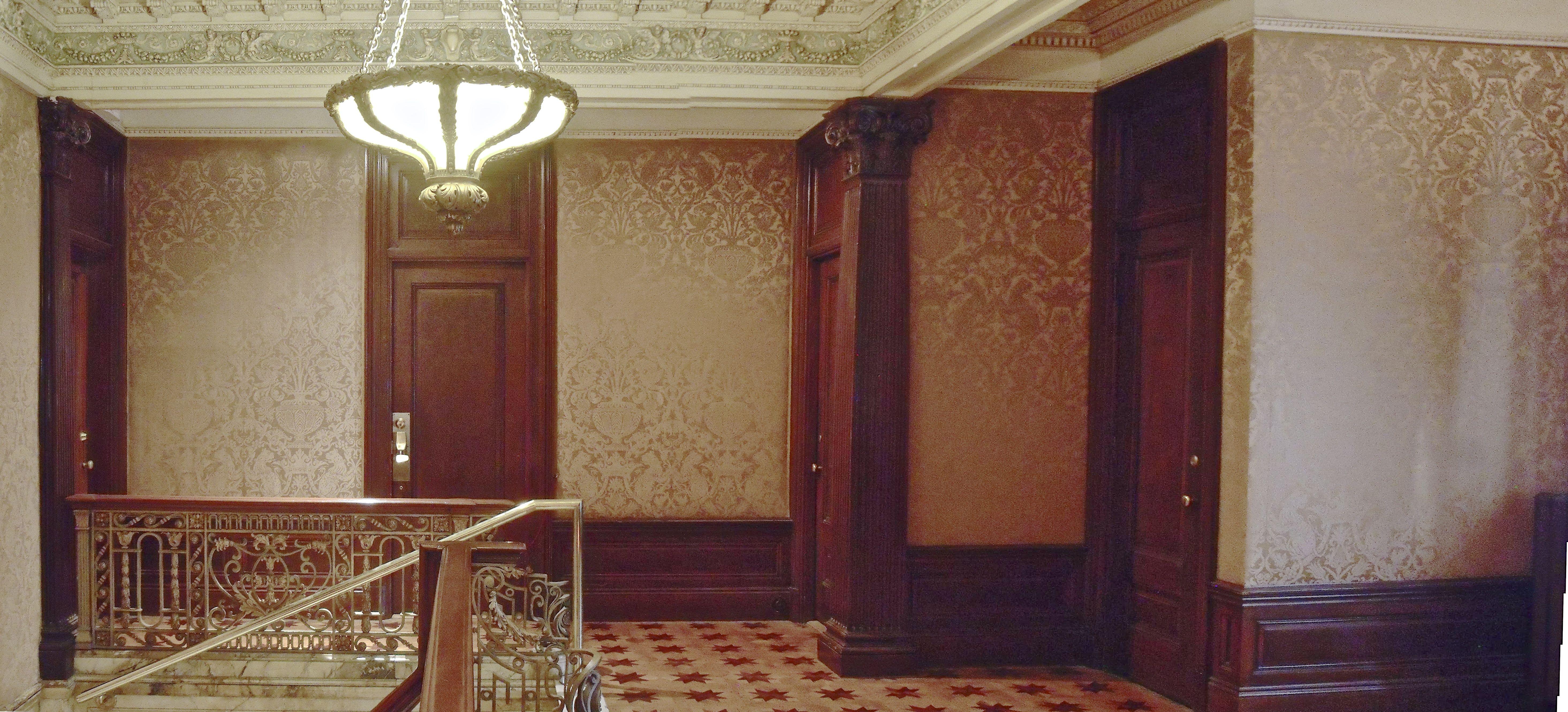 File cage d 39 escalier maison oscar dufresne ch teau for Tapisser cage d escalier