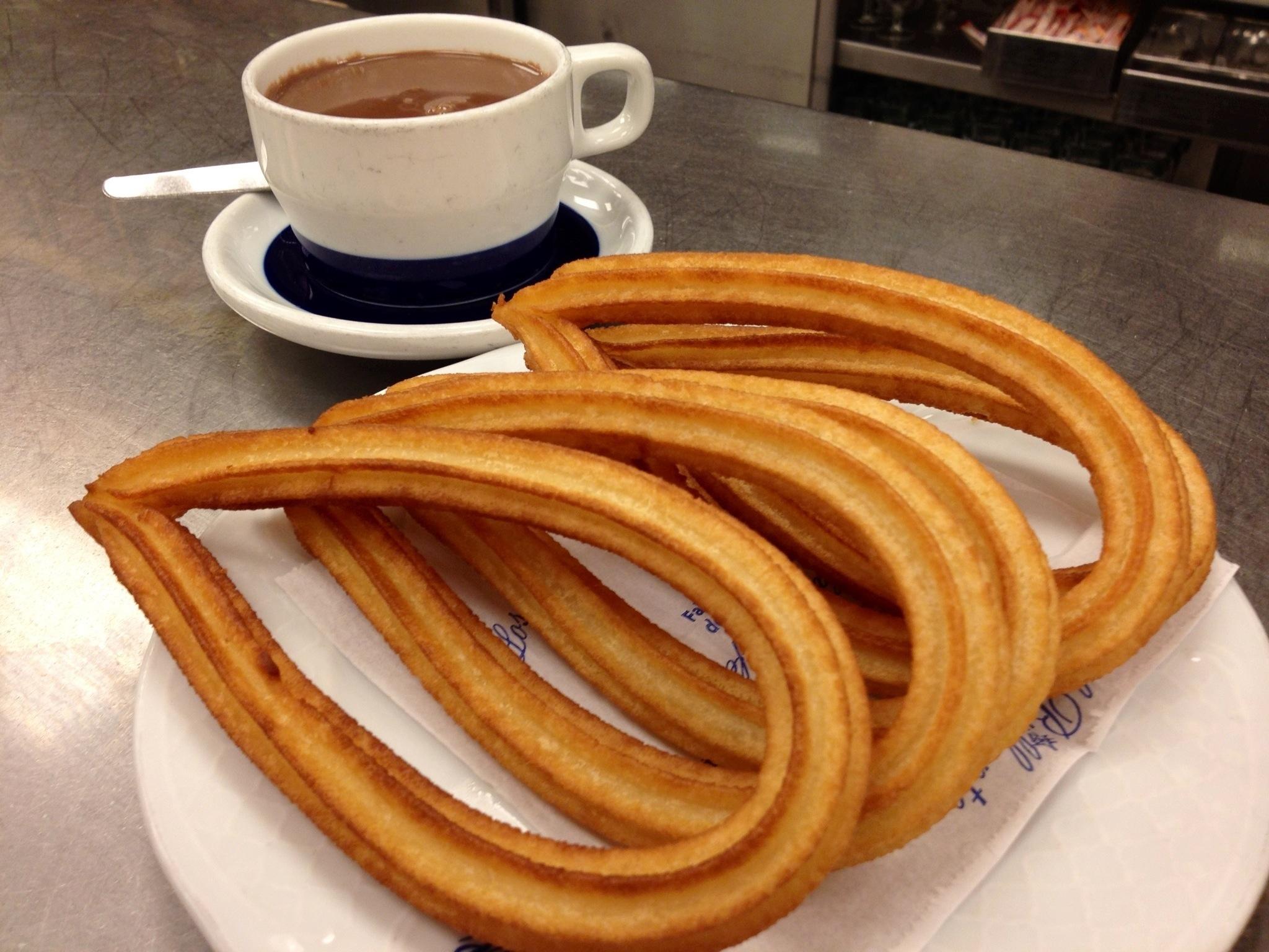 File:Chocolate con churros de lazo.jpg - Wikimedia Commons