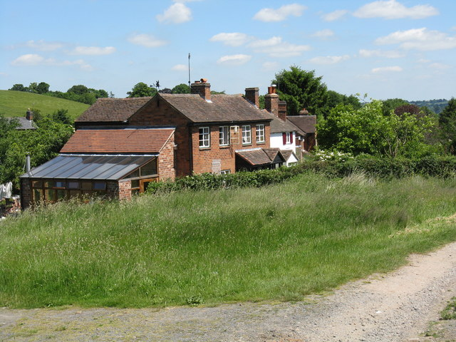 Cottages at Old Hills - geograph.org.uk - 839162