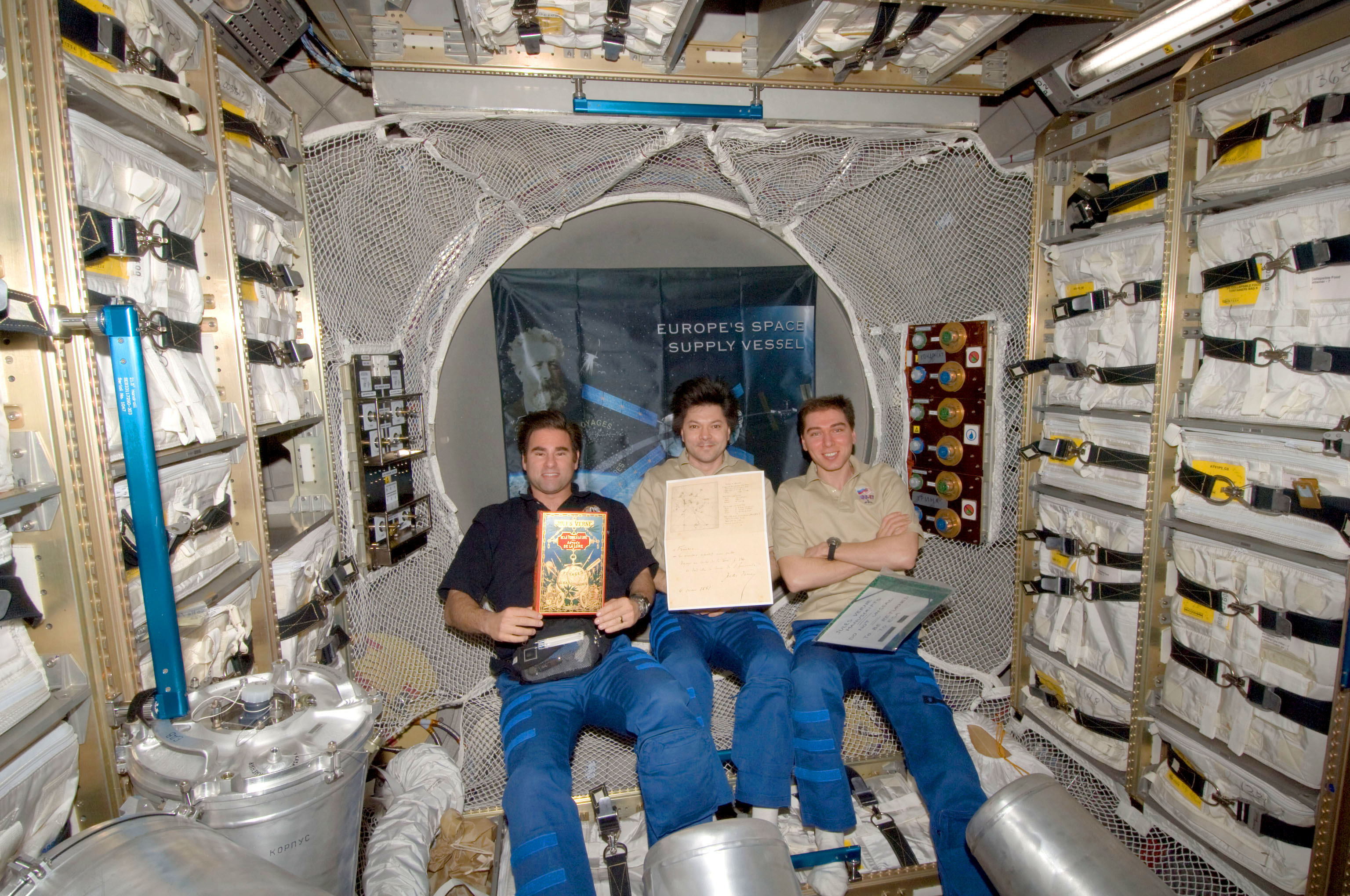 Crew_in_ATV_with_Jules_Verne_manuscript.