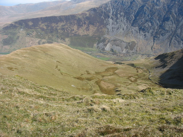 Cwm Bual - a hanging valley - geograph.org.uk - 428397.jpg