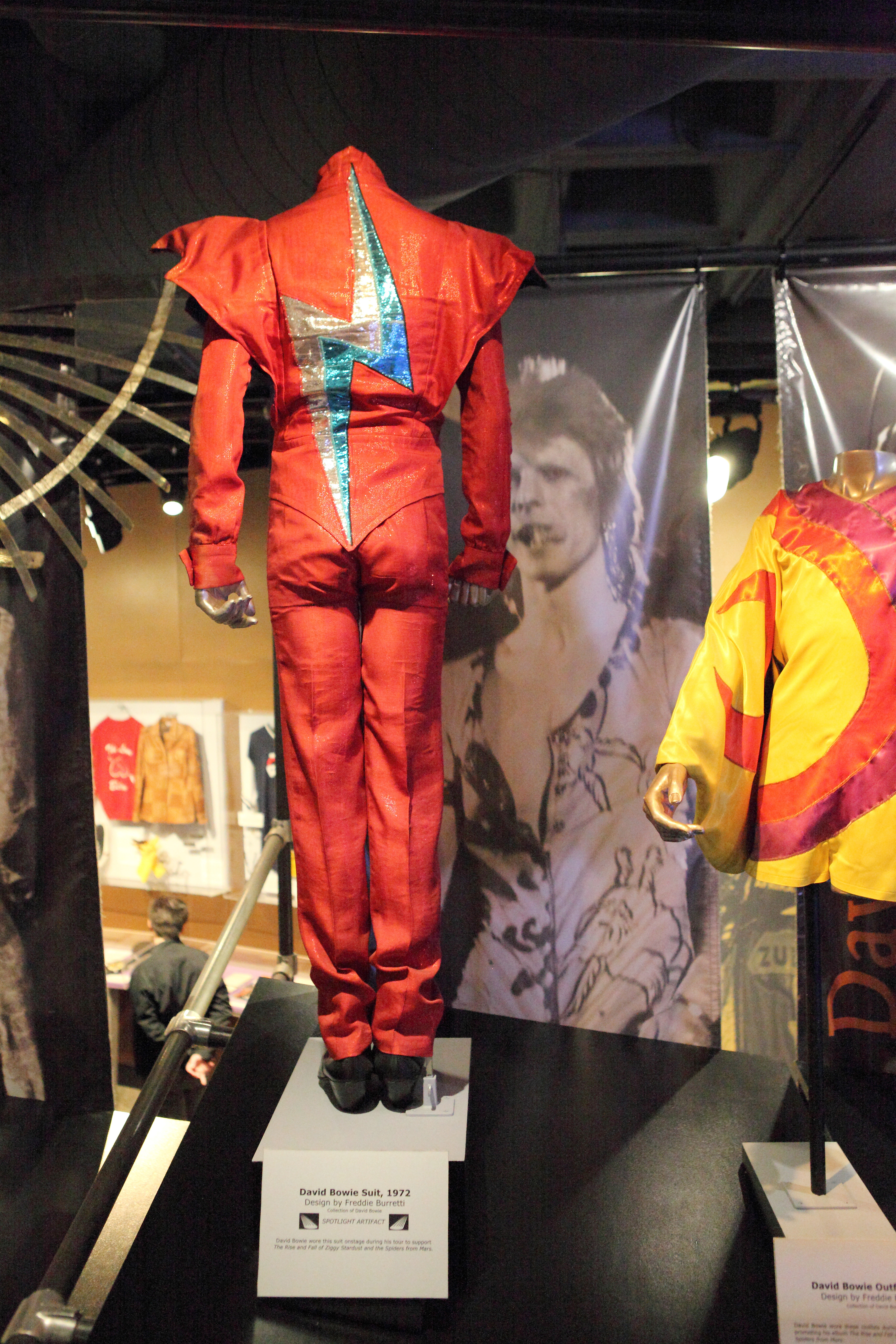 File David Bowie s Outfit Rock and Roll Hall of Fame 2014 12 30