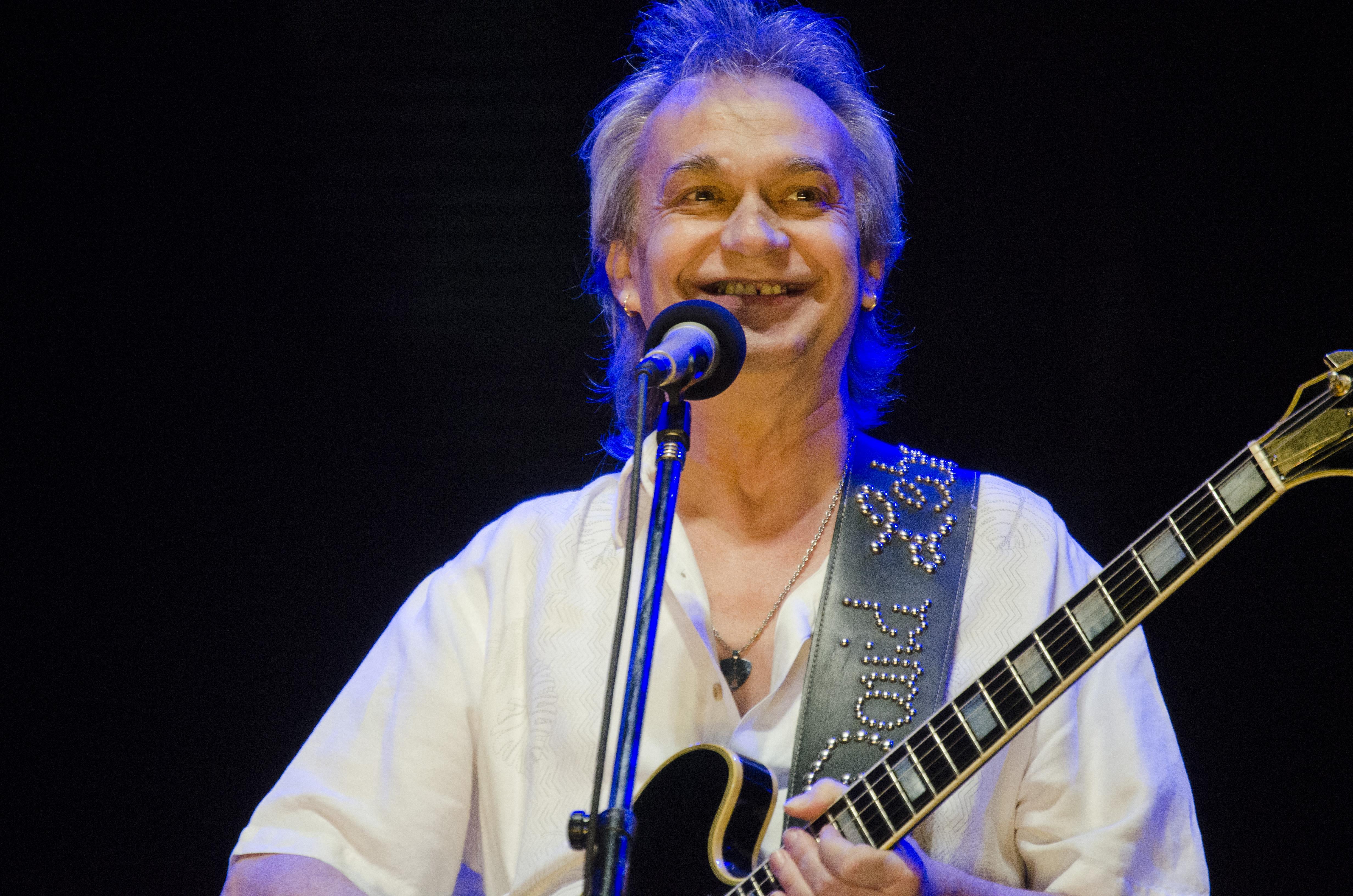Además de tocar juntos en Serú Girán, realizaron un álbum doble con David Lebón