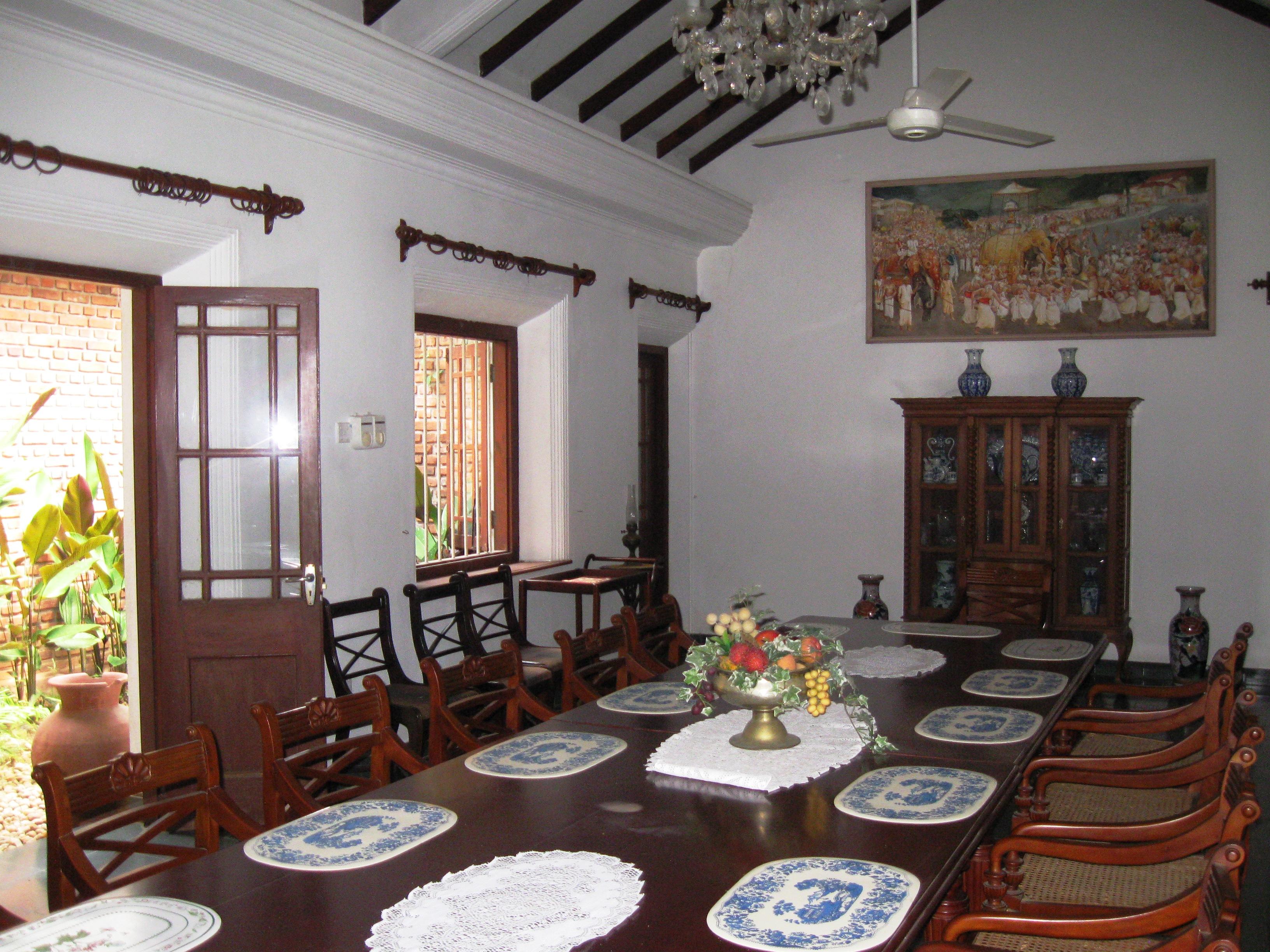 File dining room of meeduma walauwa for Dining room designs in sri lanka