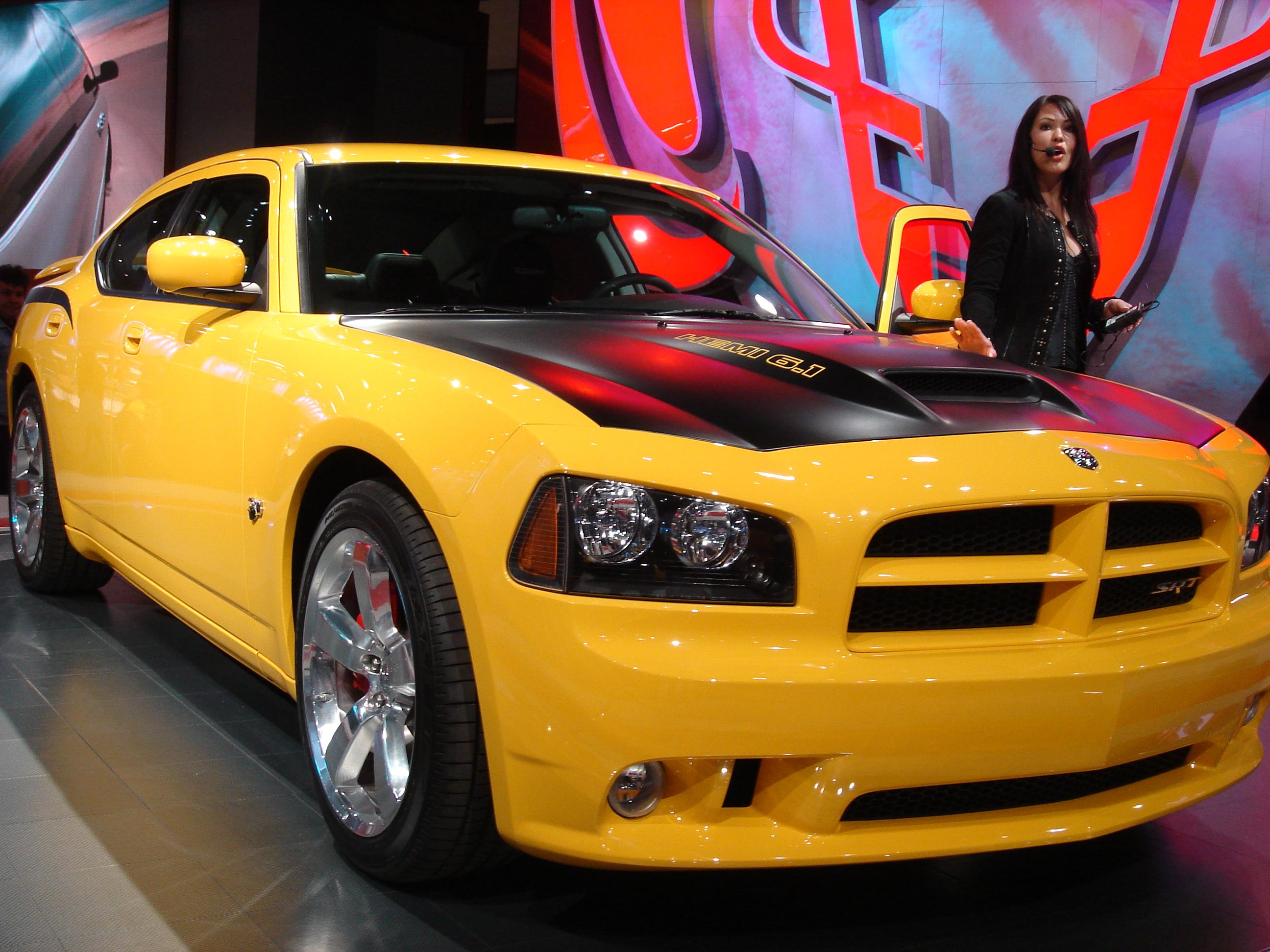 File:Dodge Charger SRT 8