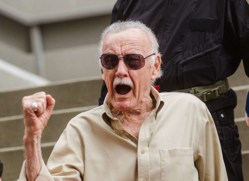 Quem foi Stan Lee - Blog Farofeiros - Kyle Nishioka from Kaneohe, USA [CC BY 2.0 (https://creativecommons.org/licenses/by/2.0)], via Wikimedia Commons