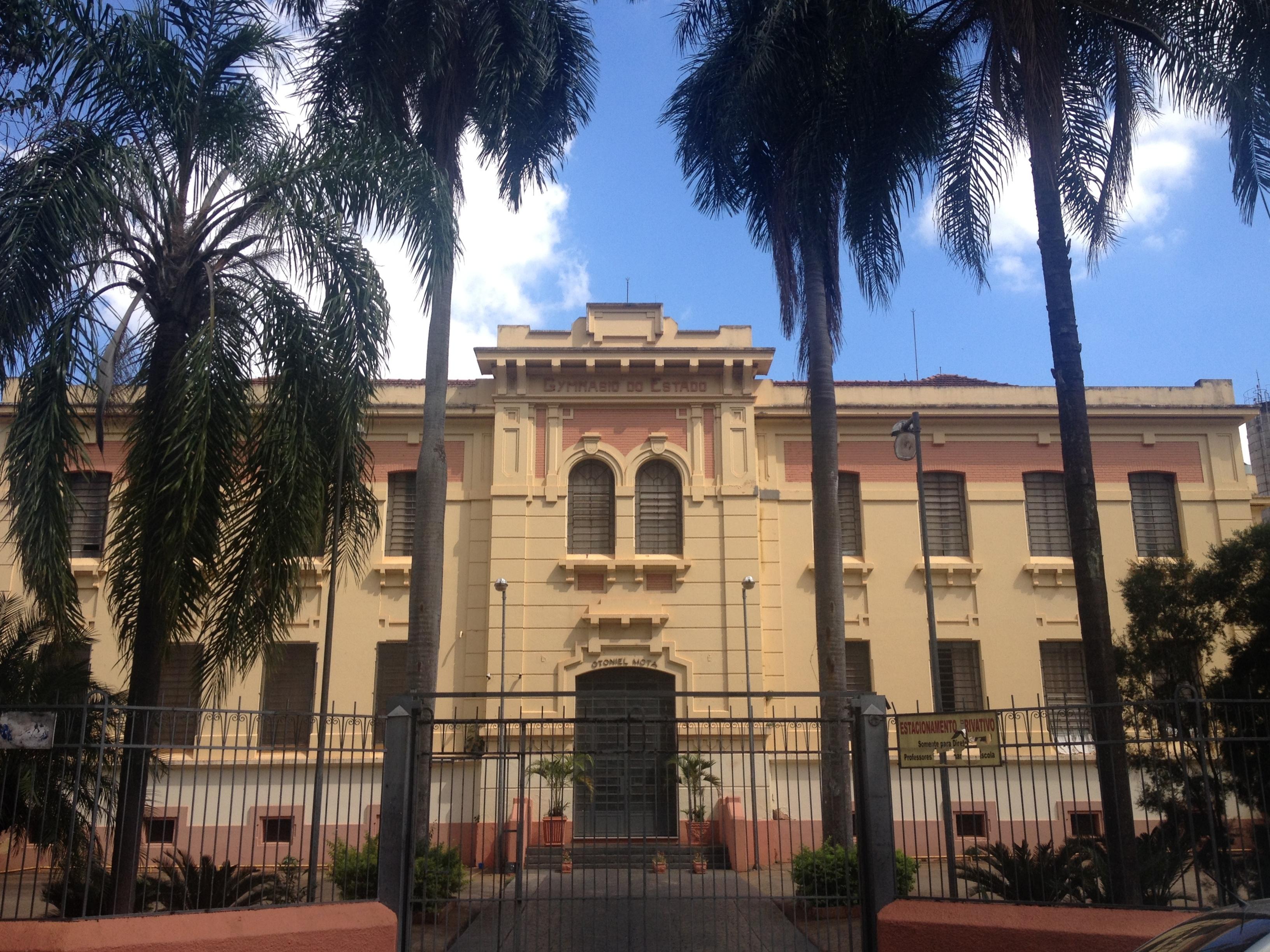 8292086321 O Gymnasio do Estado, (hoje Escola Estadual Otoniel Mota), fundado em 1907,  foi o primeiro colégio do interior de São Paulo e o terceiro do Estado.