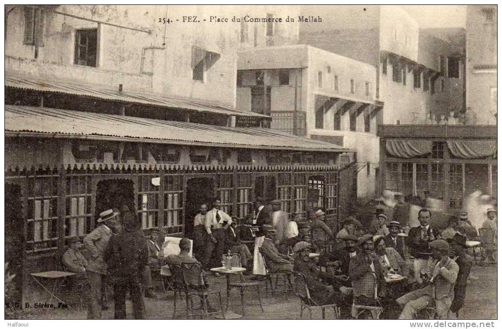 Café dans le quartier juif du Mellah à Fès (vers 1920 ?).