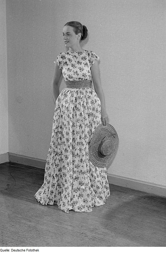 Talia. kwiaty i falbanki 1953