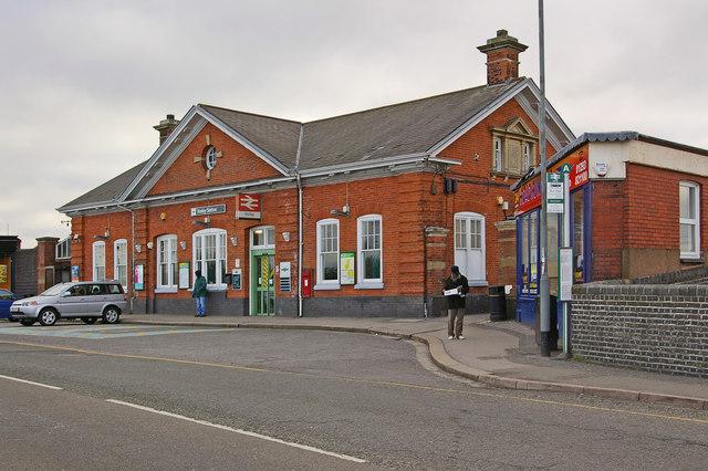 Horley Station - geograph.org.uk - 1753279