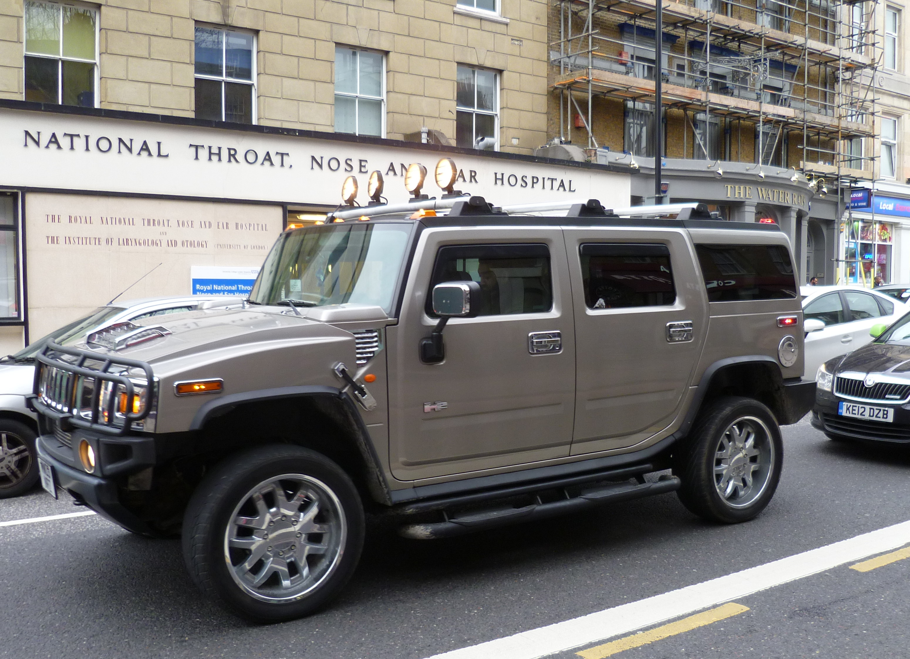 File:Hummer H2 London.JPG - Wikimedia Commons