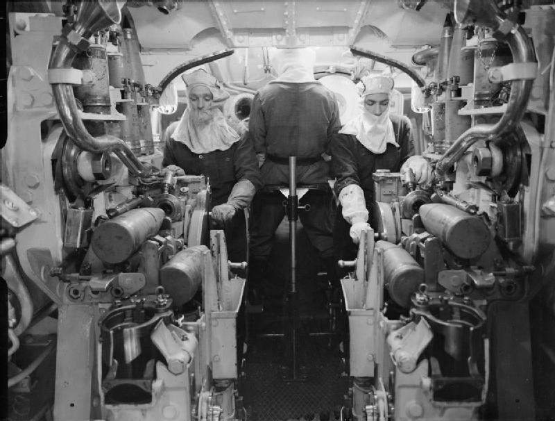 File Inside 5 25 Inch Gun Turret Hms Kgv 1943 Iwm A 15889