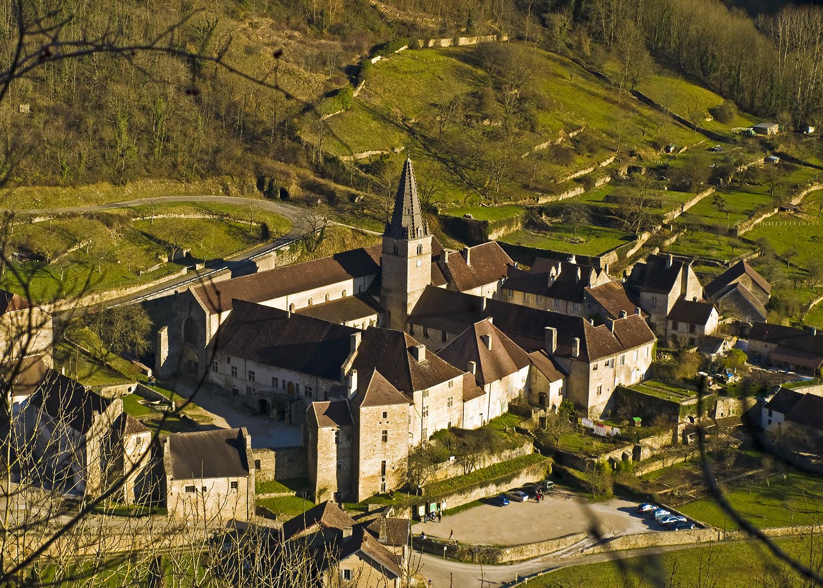 Аббатство Сен-Пьер, достопримечательности региона Франш-Конте