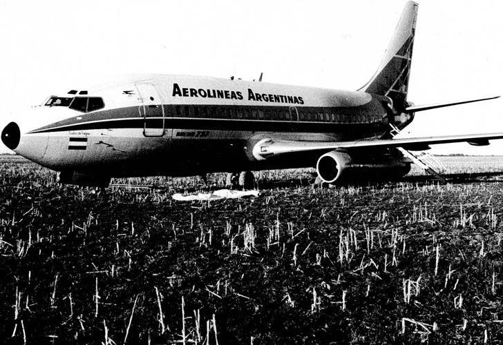 LV-JNE after its hijacking, October 1975.jpg