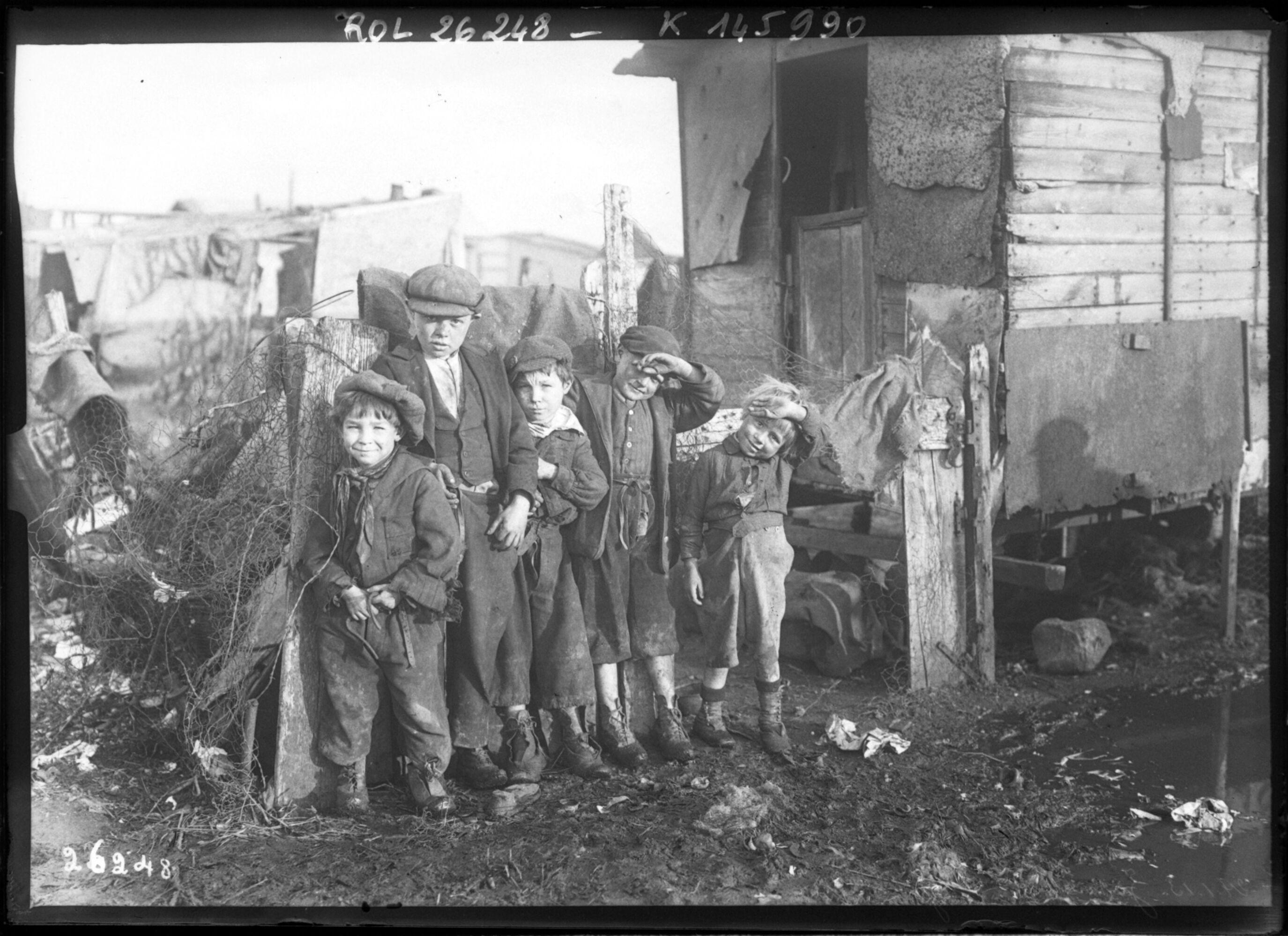 Fichier:Les enfants de la zone (Ivry, 1913).jpeg