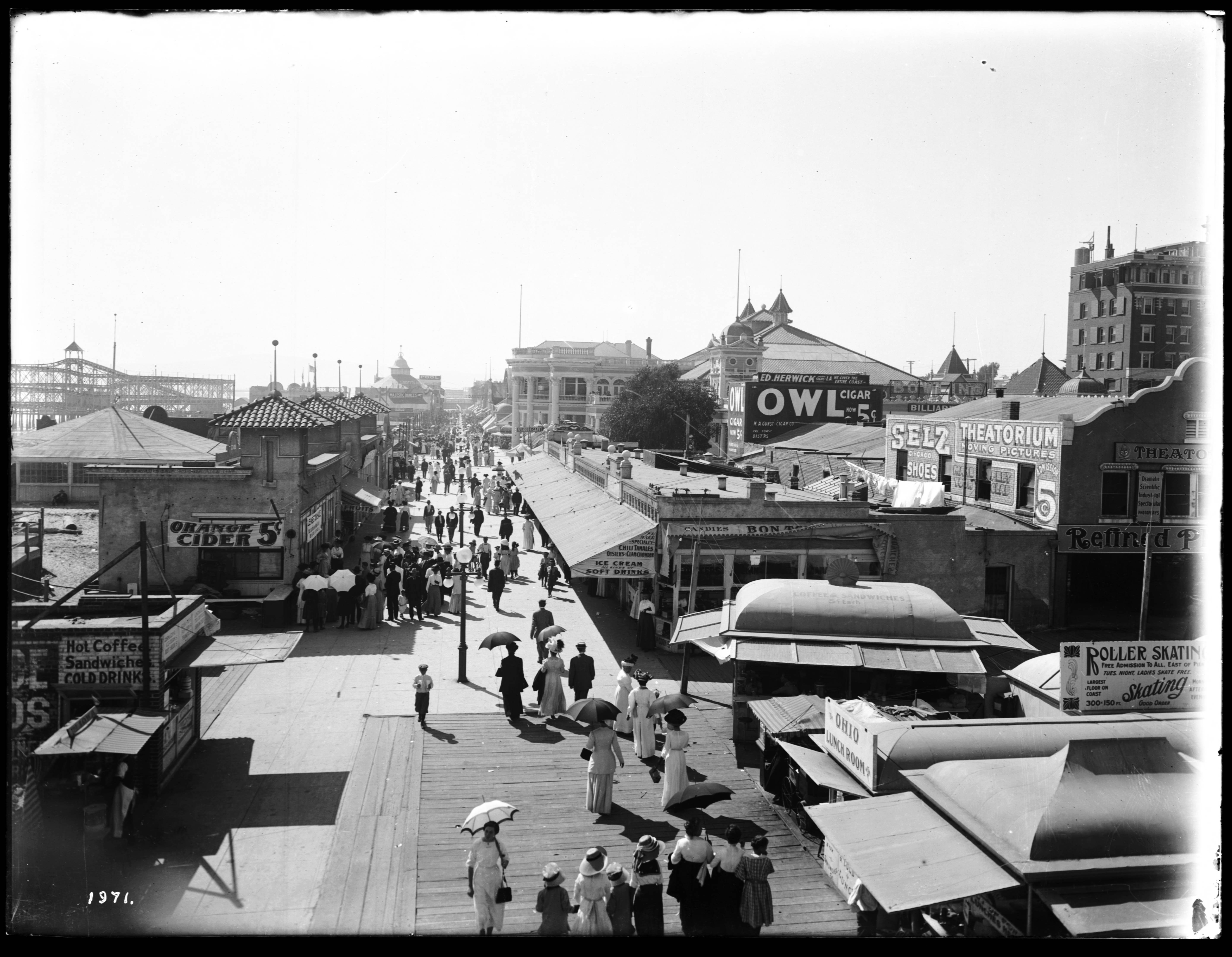 File Long Beach Pike Thronging With Pedestrians Ca 1910