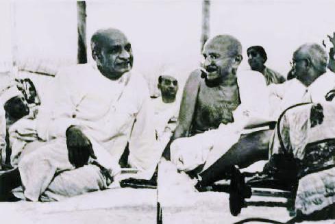 File:Mahatma Gandhi with Sardar Vallabhbhai Patel.jpg