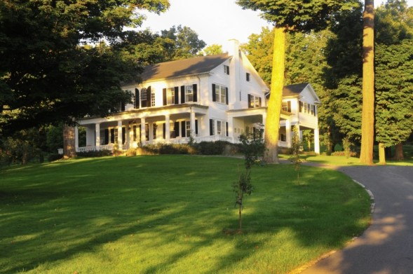 This hotel is located less than one mile from interstate 95 and a 15-minute drive from rome, ny
