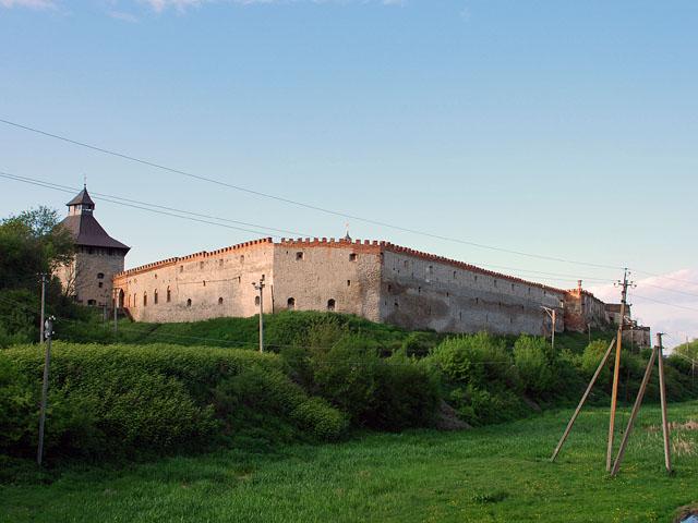Файл:Medzhybizh castle.JPG
