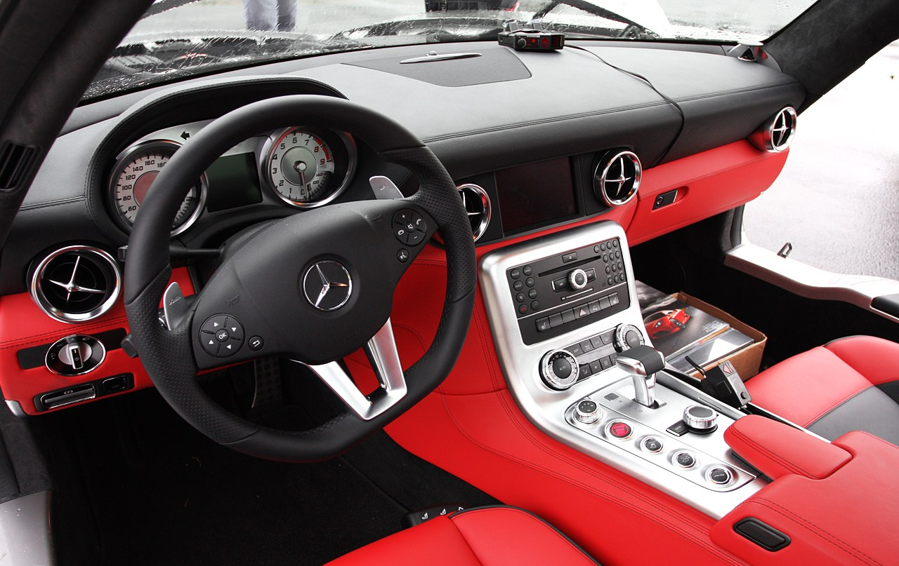 Sls 39 sik thinglink for Inside mercedes benz