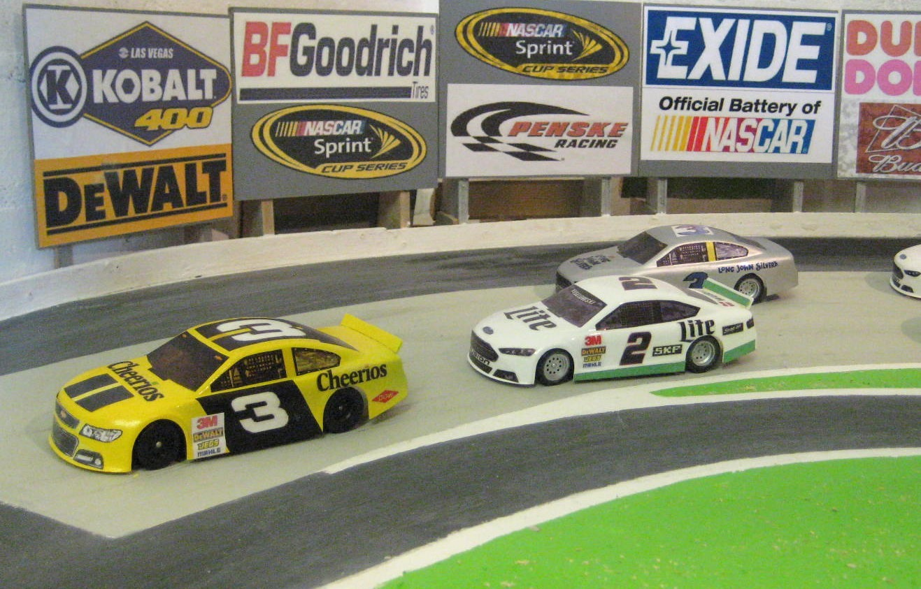 Model Nascar Sprint Cars In Action