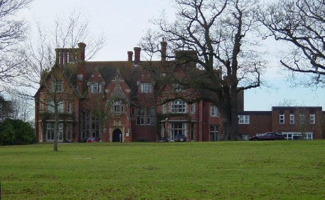 File:Muntham House School - geograph.org.uk - 113490.jpg