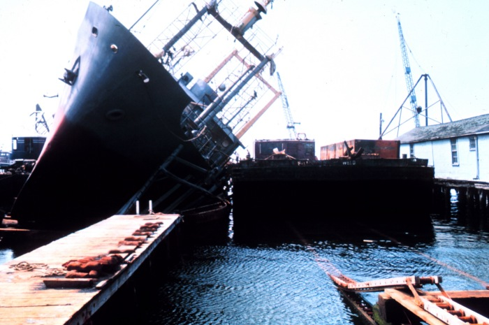 An NOAA fisheries research vessel NOAAS Delaware II (R 445) collapses against a dock