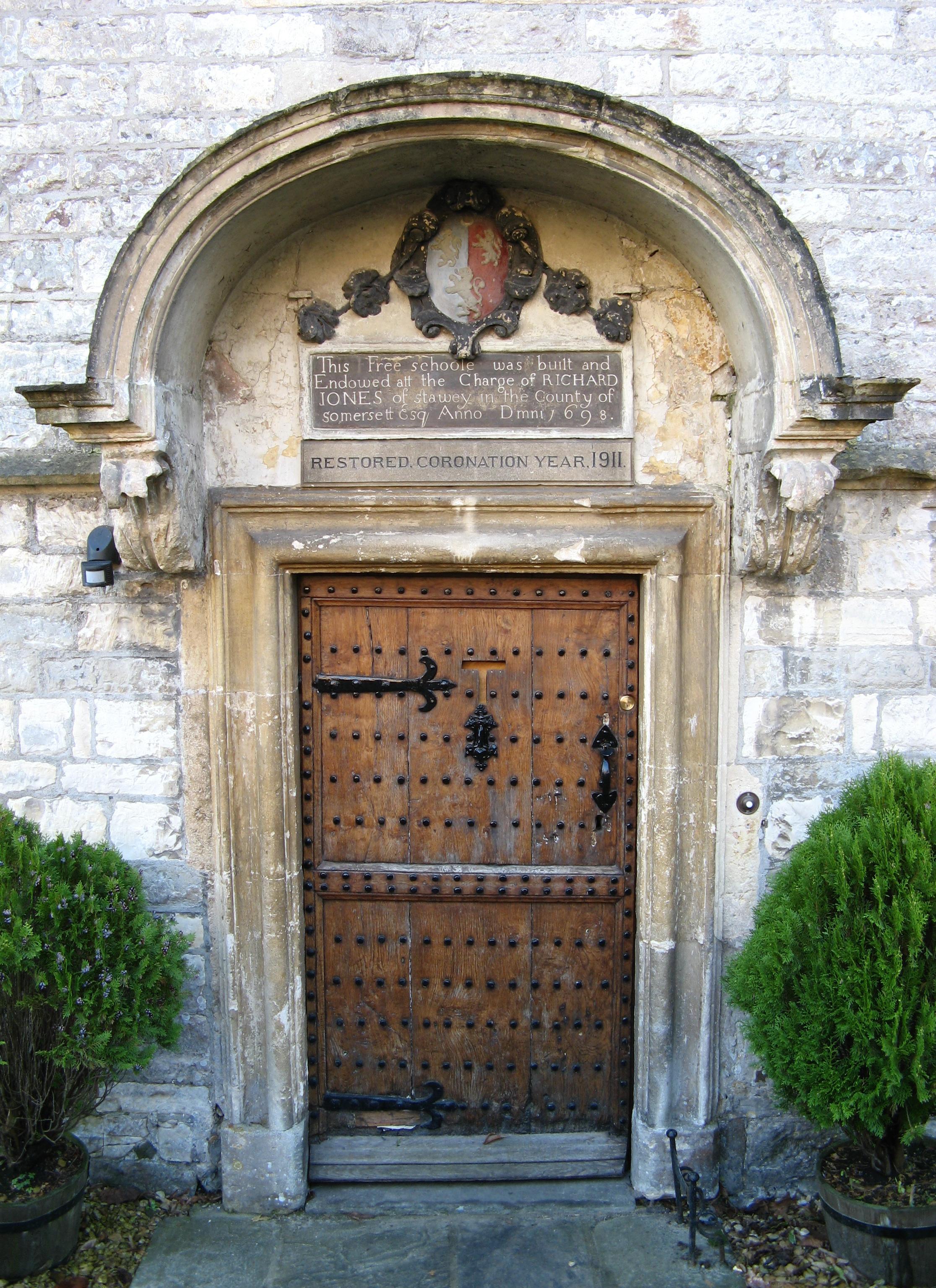 School Entrance Doors : File newton st loe old school door g wikimedia commons
