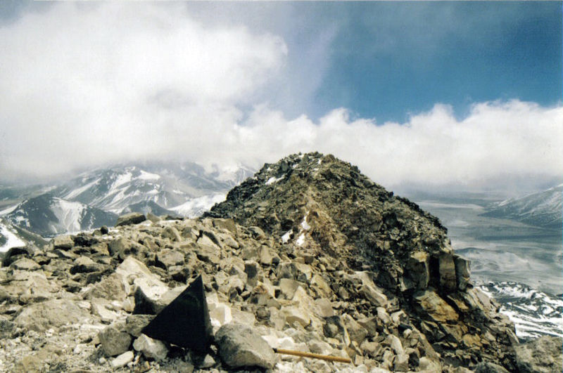 File:Ojos del Salado summit.jpg
