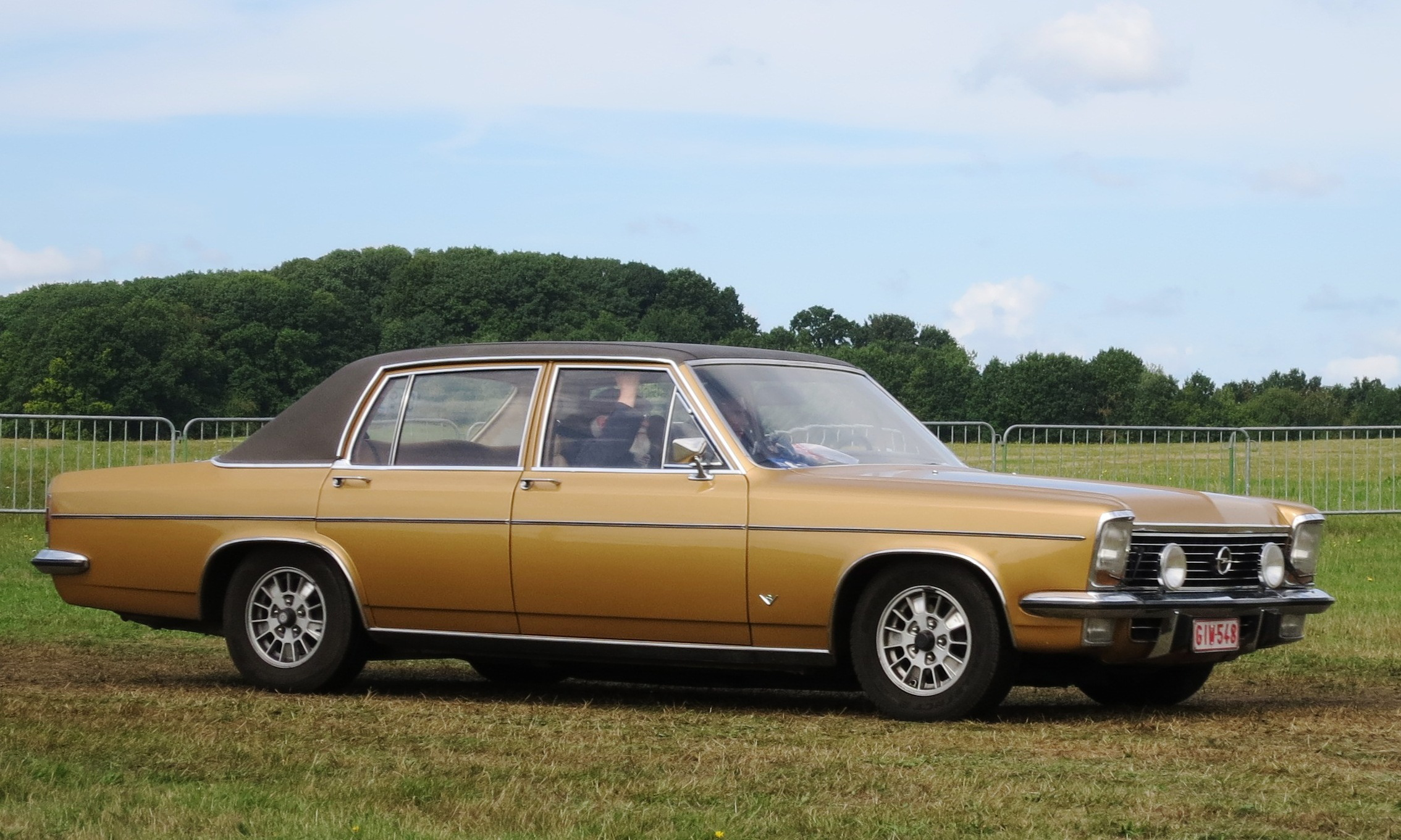 Build Your Own Ford >> File:Opel Diplomat V8 ca 1975 5354cc in profile.JPG - Wikimedia Commons