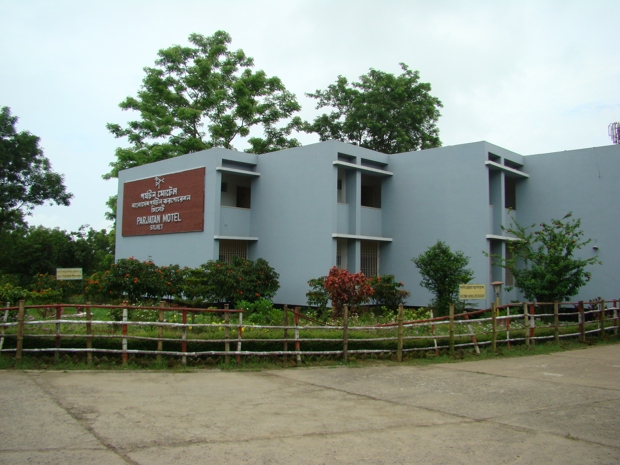 Tourism in city of nature sylhet bangladesh first issue for Beautiful house in bangladesh