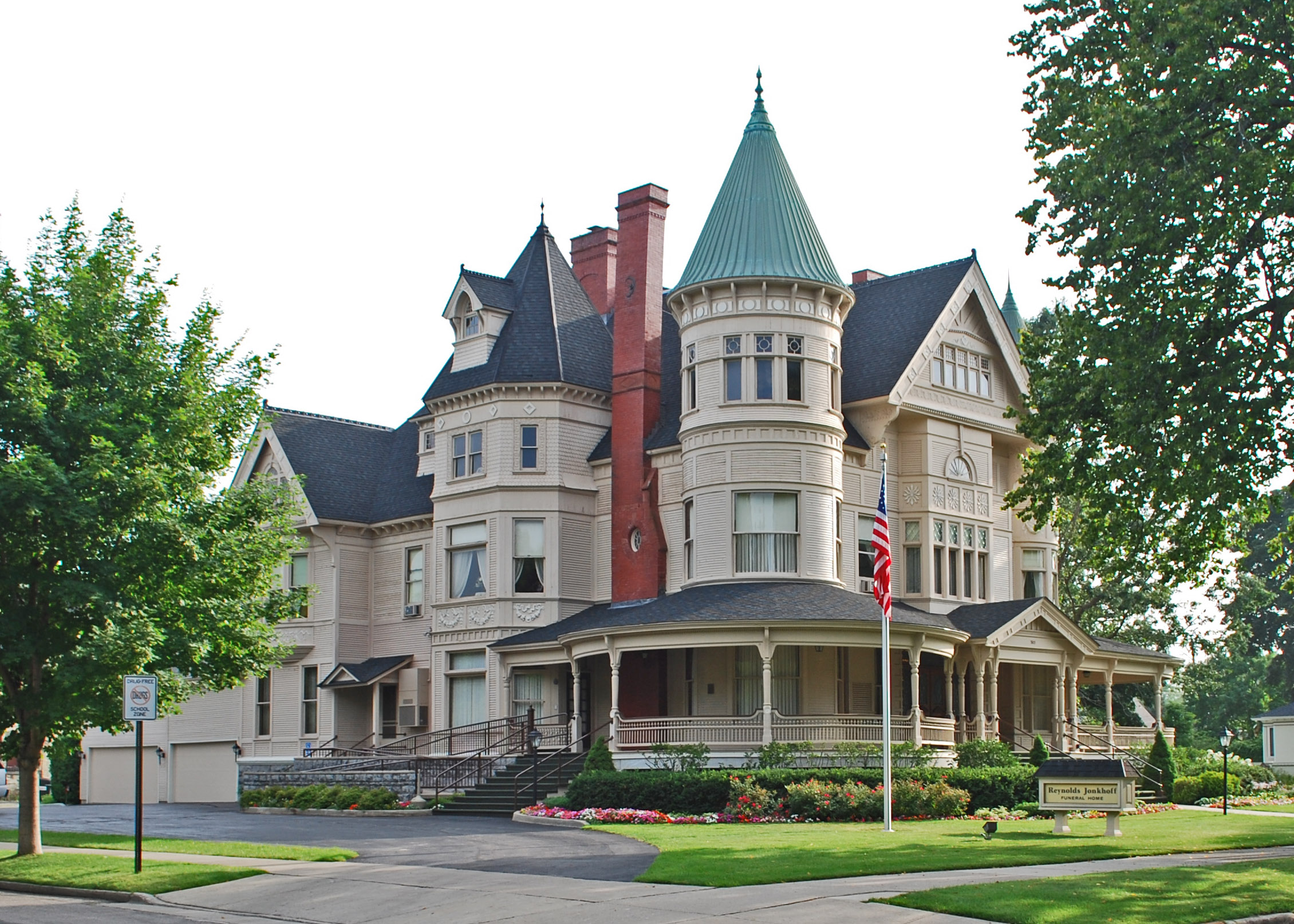 File perryhannahhousetraversecitymi jpg wikimedia commons for Building a home in michigan