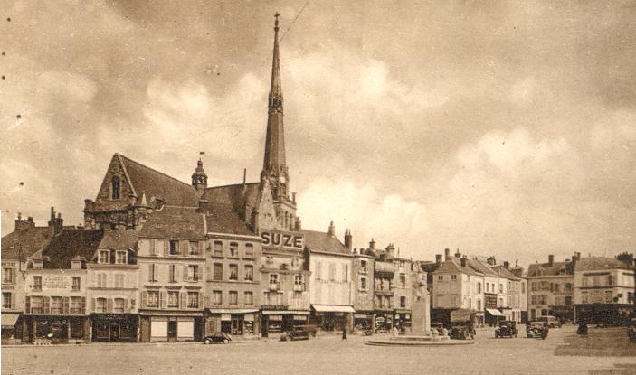 File:Pithiviers, Loiret, France - La Place du Matroi.jpg - Wikimedia ...