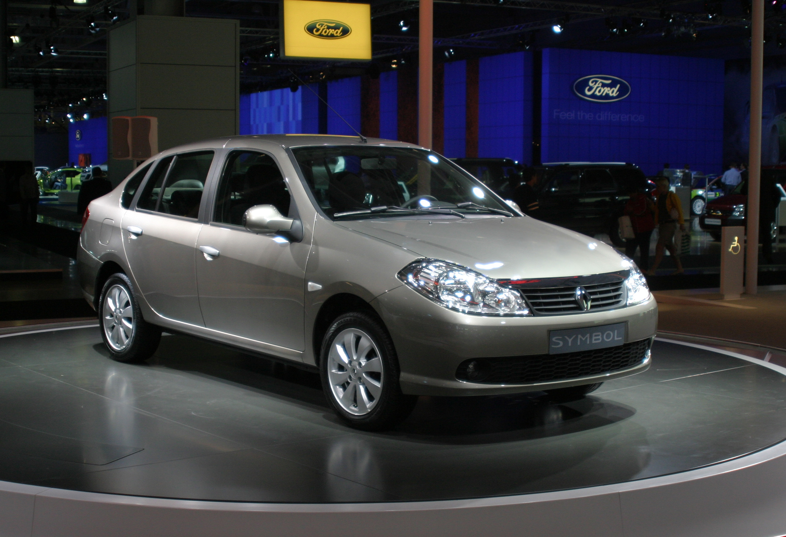 http://upload.wikimedia.org/wikipedia/commons/4/47/Renault_Symbol_front_wdebut_Moscow_autoshow_2008_27_08.jpg