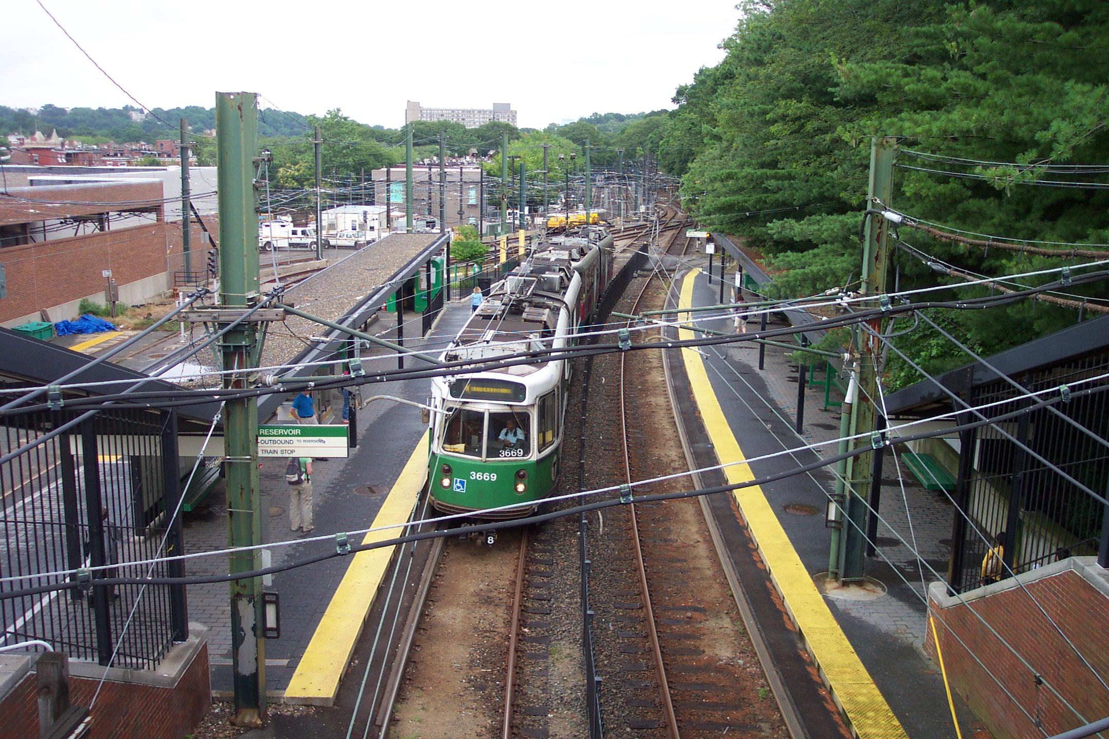 U-Straßenbahn der Green Line in der Station Reservoir
