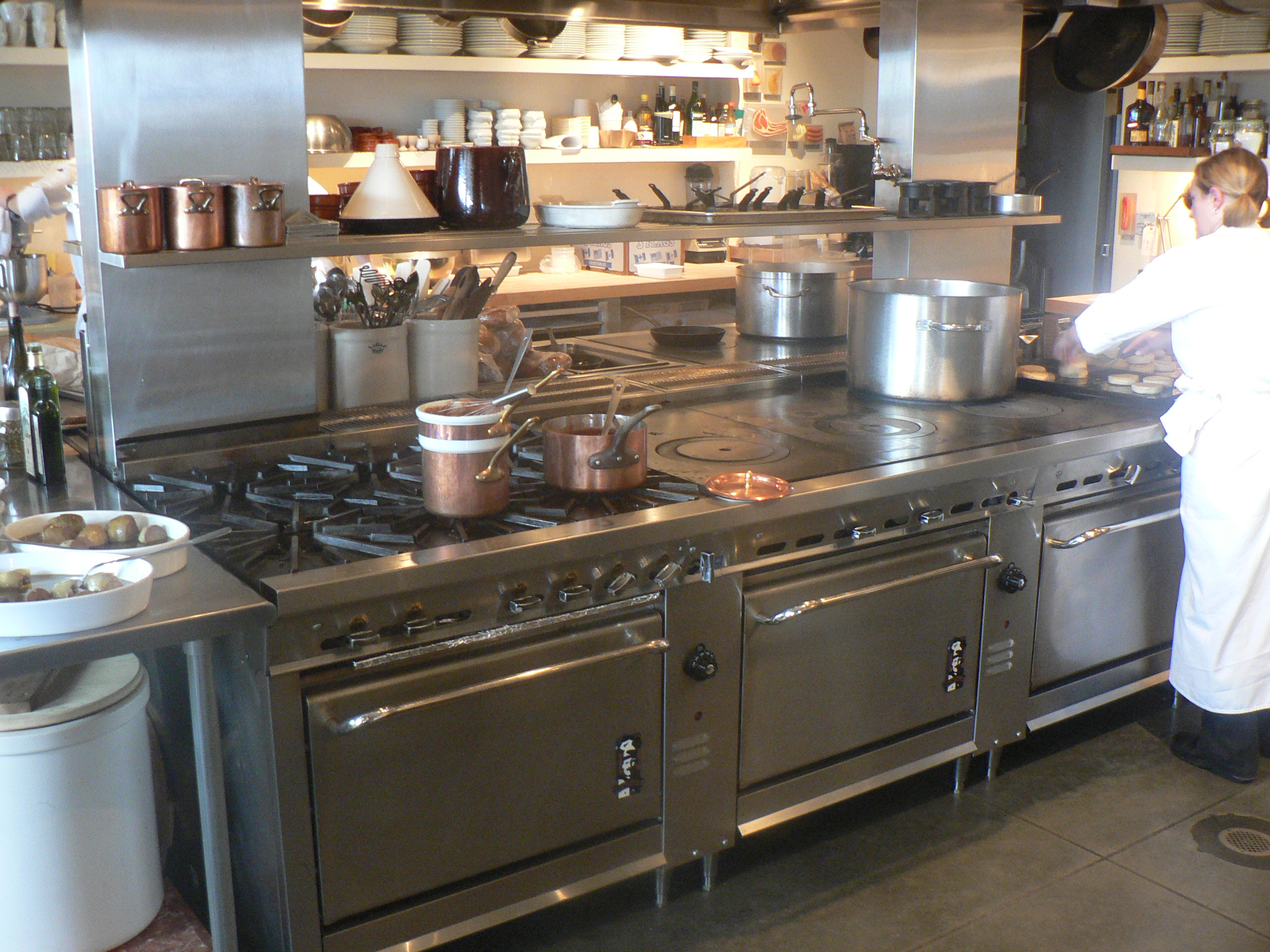 Restaurant Kitchen Equipment ~ Learn how to choose the right commercial range