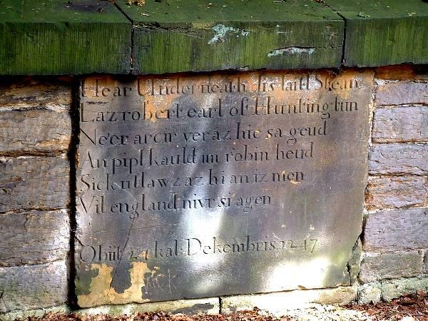 Robin_Hood_inscription_on_the_gravestone_in_the_Kirklees_Estate_grounds,_in_West_Yorkshire.jpg