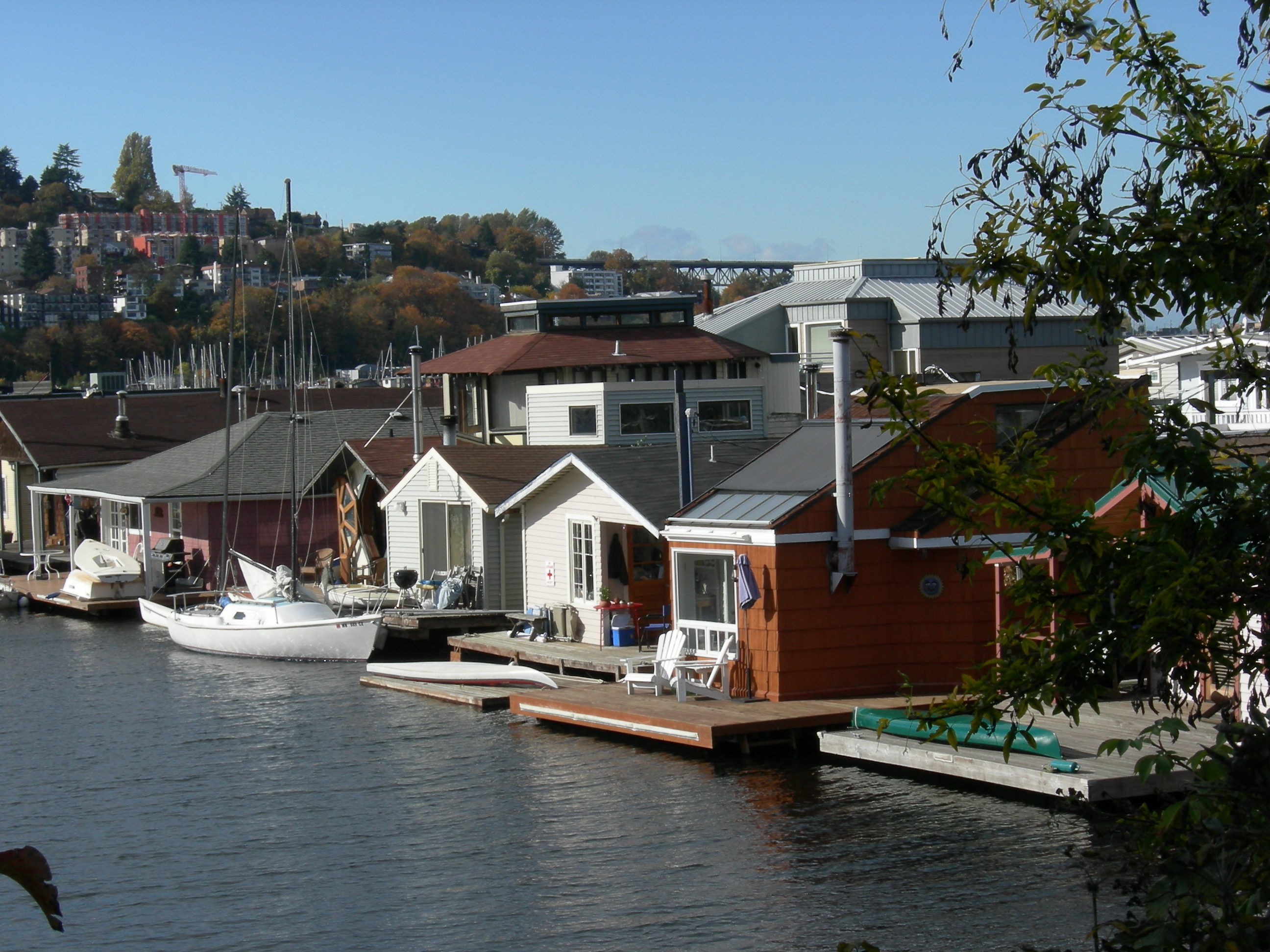 File seattle eastlake floating homes wikimedia Floating homes portland