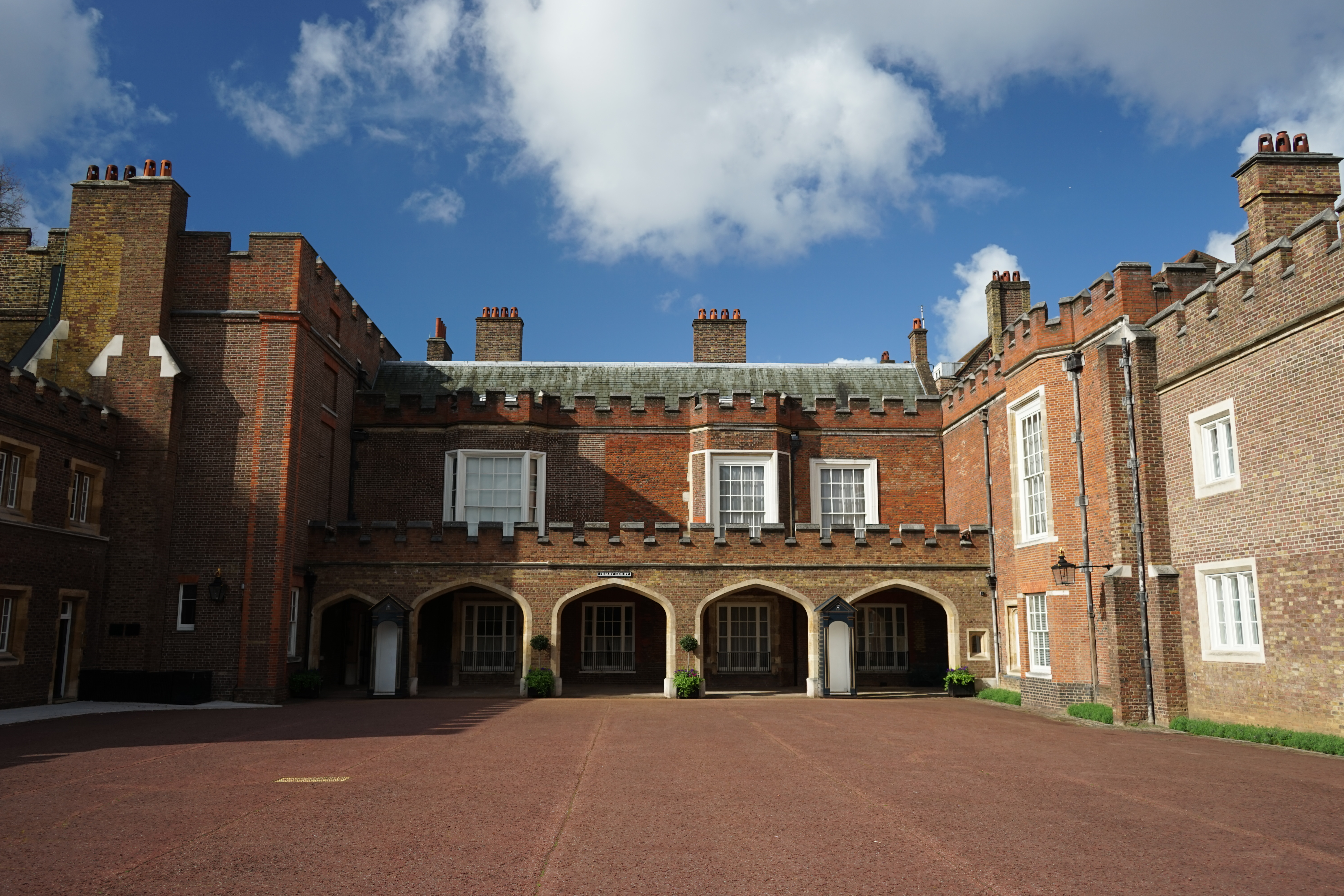 St James's palace in London.jpg